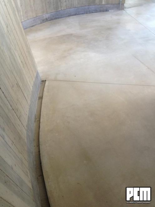 Pavimento in cemento spatolato per esterni - Piastrelle da incollare su pavimento esistente ...