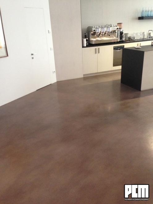 Pavimento in cemento spatolato in cucina - Pavimento per cucina ...